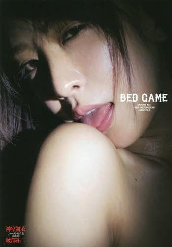 "Kamuro Mai First Photo Book by Yuji Ayabe ""BED GAME"" / Mai Kamuro, Yuji Ayabe"