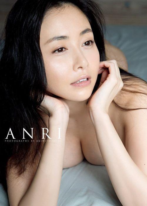 """Sugihara Anri Photo Book """"ANRI"""" / Akihito Saijo"""